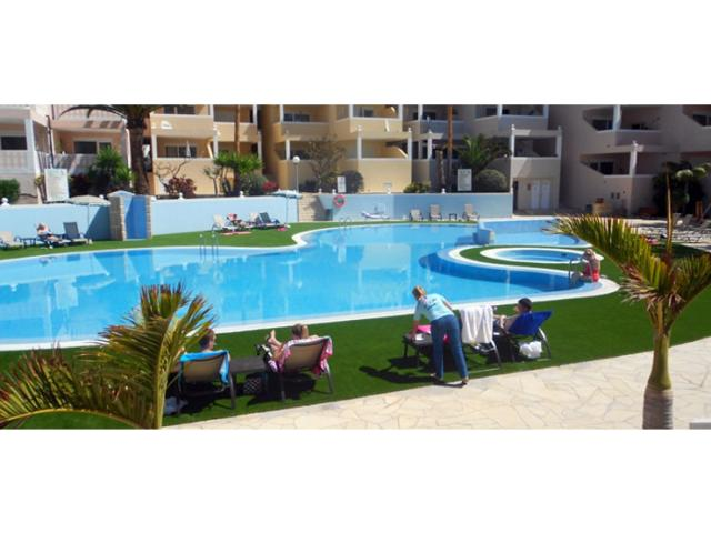 2 bedroom 2 bathroom apartment with 2 large terraces, based on a tourist complex in Chayofa which is 5 mins by car from Las Americas and Los Cristianos