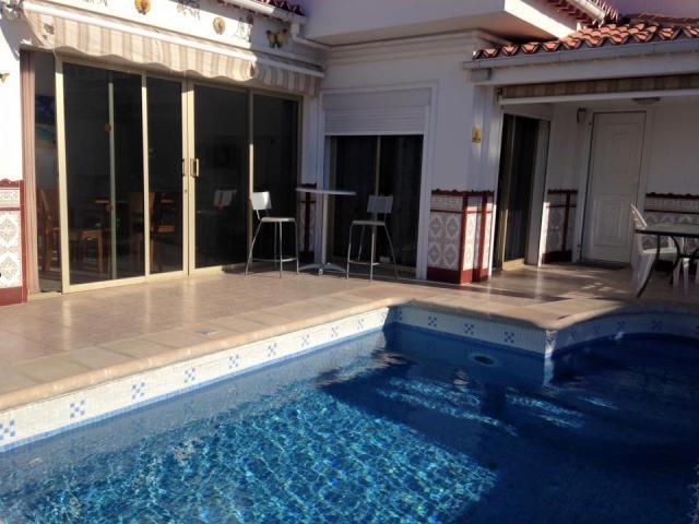 3 bed villa stunning sea and mountain views!