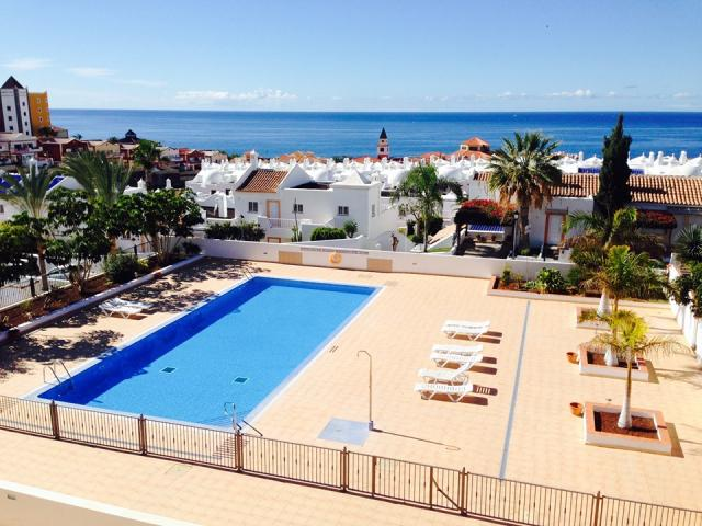 Spacious quiet 110 m2 Duplex  in Playa Paraiso (Albatros II) available from end of June. One bedroom apartment downstairs + a room with WC and separate entrance upstairs (top floor).